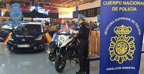 La Policía Nacional está presente en JUVEÁNDALUS con una exposición de medios policiales abierta al público.jpg