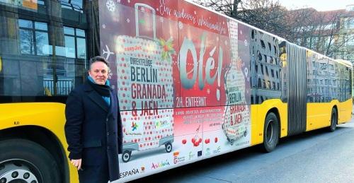 La provincia de Granada se promociona esta Navidad en los autobuses urbanos de Berlín