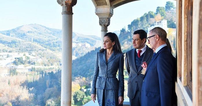 La Reina inaugura en la Alhambra una muestra sobre la Granada zirí y el universo beréber.jpg