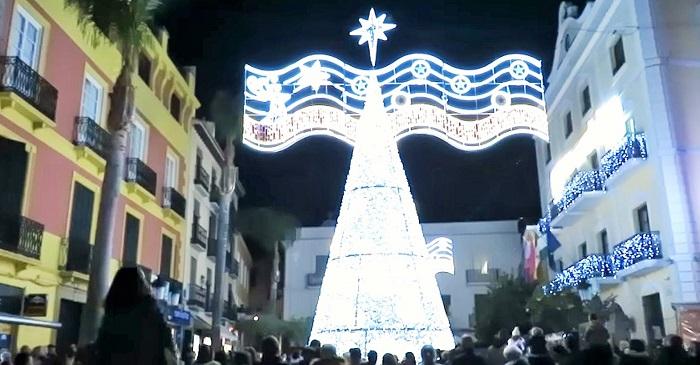 Plaza de la Constitución de Almuñécar en Navidad