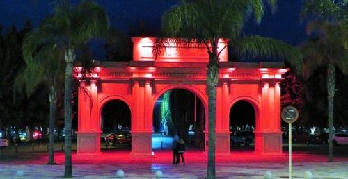 Puerta de Almuñécar de rojo.jpg