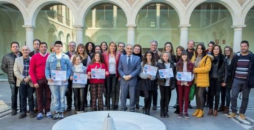 Rosalía Prados, del CEIP Mayor Zaragoza de Salobreña, ganadora provincial del premio 'Solidaridad en Letras'.jpg