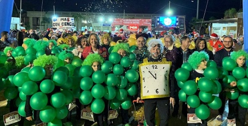 Un millar de corredores convierten la San Silvestre motrileña en una gran fiesta de color y alegría.jpg