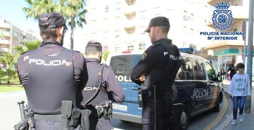 Agentes de Policía Nacional impiden que un nonagenario se precipite desde una torre de alta tensión