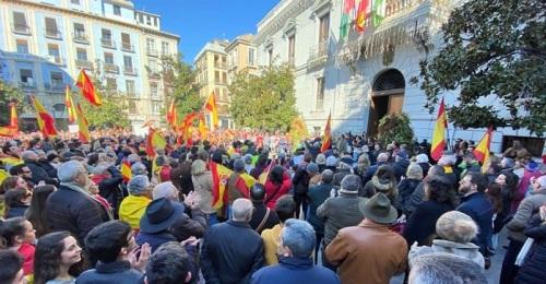 En las concentraciones de España Existe se reclama un Gobierno que respete la Constitución y la Soberanía Nacional.jpg