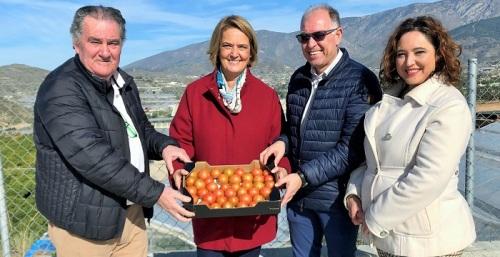 La alcaldesa ensalza la apuesta por la innovación y la investigación de las cooperativas agrícolas motrileñas.jpg