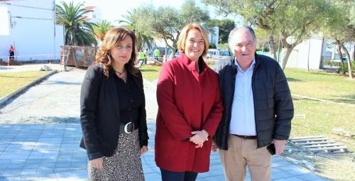 La alcaldesa visita las obras de mejora que se están ejecutando en el anejo de Puntalón por valor de casi 250.000 euros