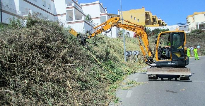 La Consejería de Fomento adjudica los servicios de conservación de 3.500 kilómetros de carreteras.jpg