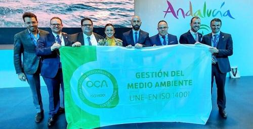 La delegación de Almuñécar también recibía en Turismo Andaluz las Bandera de la Certificación ISO 14001