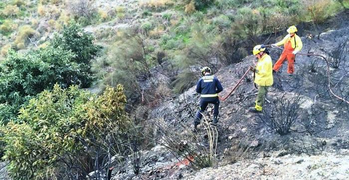 Un incendio en Molvízar arrasa 2.000 m² de monte bajo