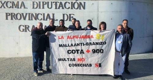 Agricultores Alpujarra protestan ante la sede de Diputación