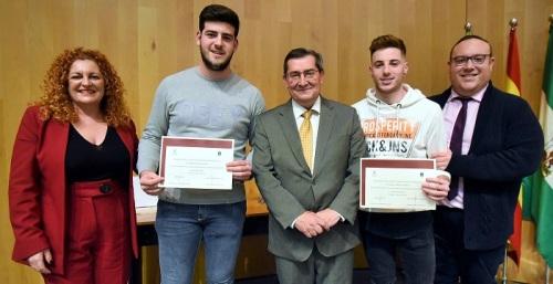 Cuatro deportistas de alto nivel de Salobreña reciben una beca de Diputación para potenciar su carrera