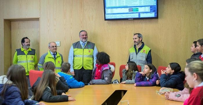 El Centro de Emergencias de Granada abre sus puertas a más de 150 escolares para celebrar el Día Europeo del 112