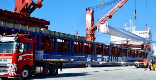 El Puerto de Motril suma un nuevo récord con la exportación de 66 palas para aerogeneradores en un solo barco