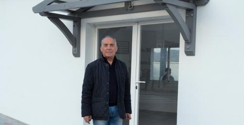 Gustavo Aybar en el apeadero de autobuses de Salobreña