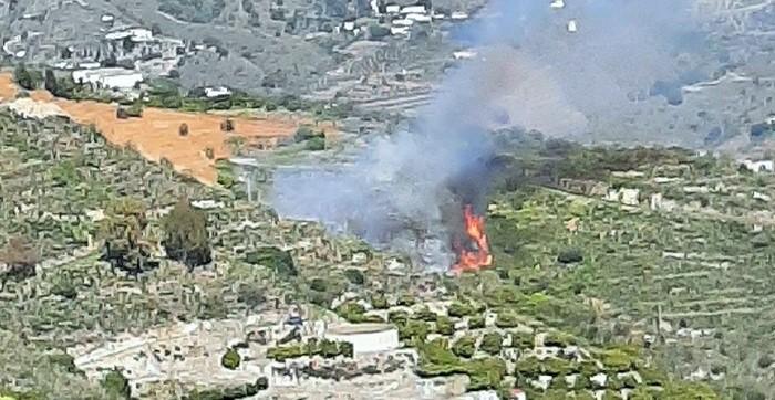 Incendio junto a la Cuesta Cordobilla en Almuñécar