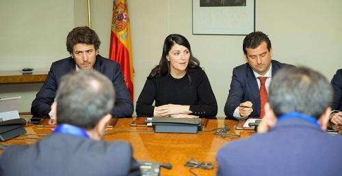 Macarena Olona se reúne con las asociaciones de agricultores