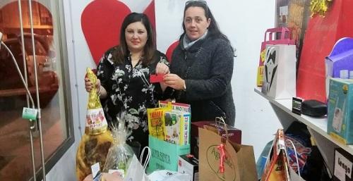 Mª José Robles Morales ganó la 'cesta de los enamorados' de Comercio Vivo