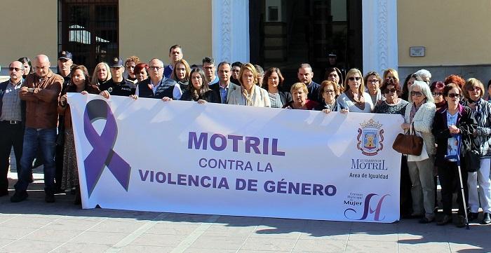 Motril guarda un minuto de silencio contra la violencia machista tras el asesinato de una mujer en Granada