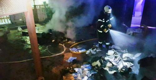 Bomberos de Almuñécar sofocan un incendio en el patio de una vivienda de la zona de Velilla