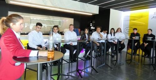 Continúan las acciones de FormActiva+ con la visita de los alumnos a la Bodega de Ron Montero