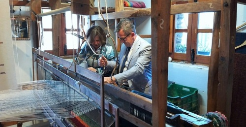 El telar artesano Hilacar de Bubión será declarado Lugar de Interés Turístico de Andalucía