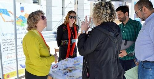 El 'Zoco de Formación y Empleo' de Salobreña celebra su primera jornada en la calle