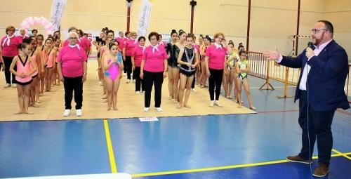 Niñas y mujeres mayores se unen en Salobreña a una gala de convivencia con la gimnasia como denominador común