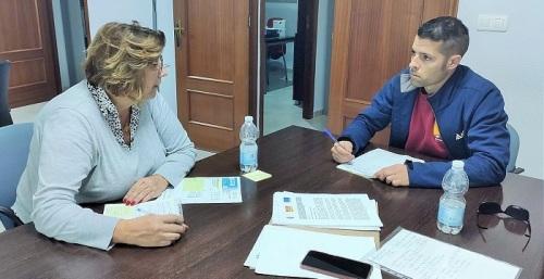 Carchuna-Calahonda refuerza la limpieza y desinfección en sus calles y la atención a mayores y dependientes