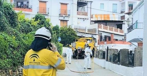 El Operativo Infoca lleva a cabo cerca de 130 intervenciones de desinfección en la provincia de Granada