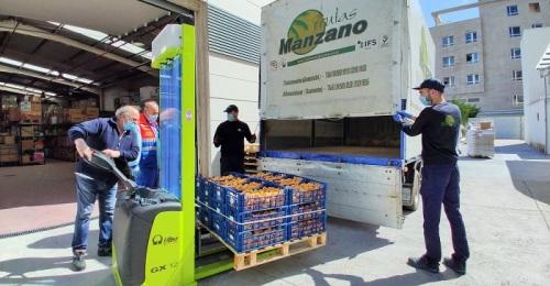 Frutas Manzano dona al hospital de Santa Ana más de 200 kilos de nísporas