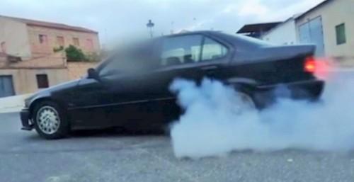 La Guardia Civil detiene a un varón por saltarse el confinamiento para hacer derrapes con su coche en vía pública