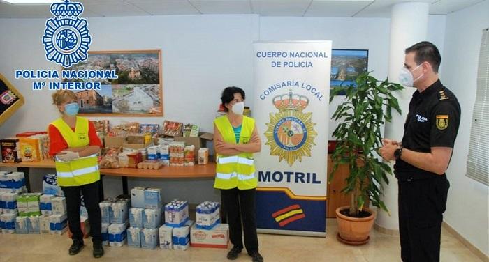 Agentes de la Policía Nacional de la Comisaría de Motril han llevado a cabo una recogida de alimentos solidaria