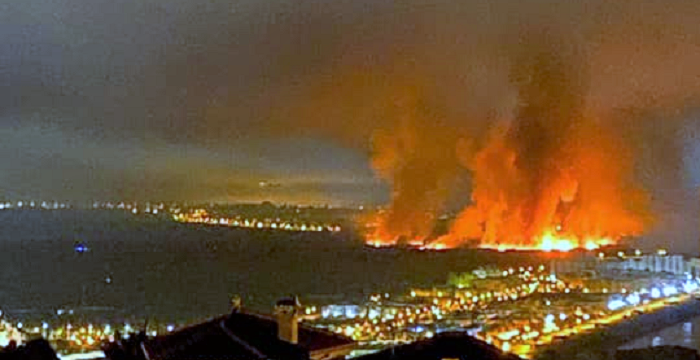 Aparatoso incendio en la vega de Salobreña