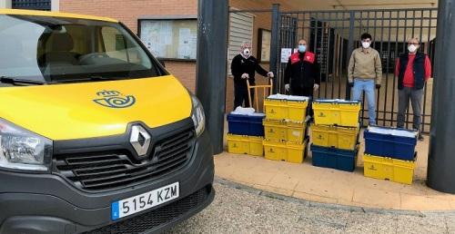 Correos lleva material de 44 colegios de Andalucía al domicilio de más de 2.400 escolares durante el confinamiento
