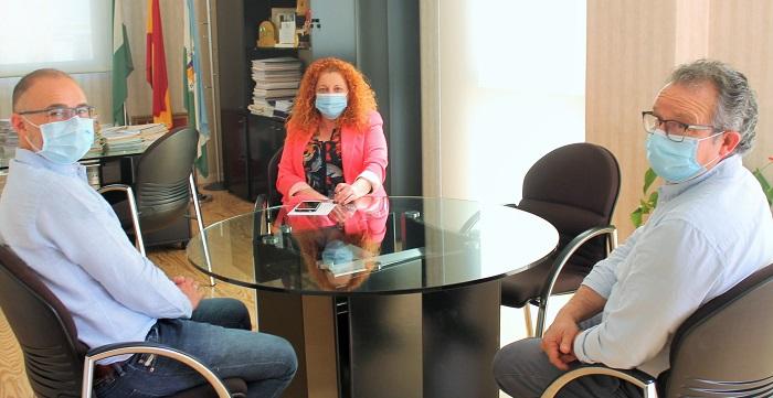 El gerente del Hospital Santa Ana de Motril realiza una visita institucional al Ayuntamiento de Salobreña