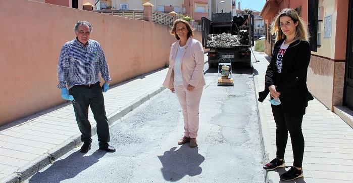 El inicio del asfaltado de las calles San Mateo y San Andrés de Motril pone fin a una reiterada demanda vecinal
