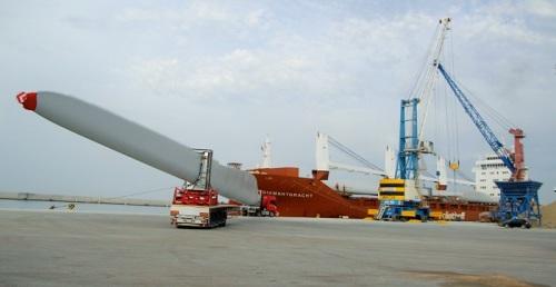 El Puerto de Motril exporta a Norteamérica medio centenar de aspas para aerogeneradores