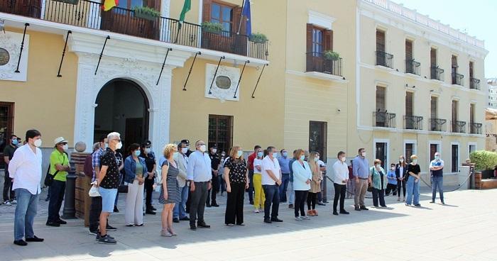 La ciudad de Motril se suma al silencio de todo un país por las víctimas de la pandemia del Covid-19