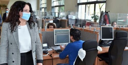 Rocío Ruiz, consejera de Igualdad, ha visitado la central de llamadas de Teleasistencia