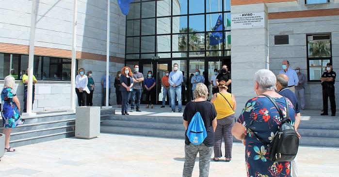 Salobreña se suma al minuto de silencio en recuerdo a las víctimas del Coronavirus en España