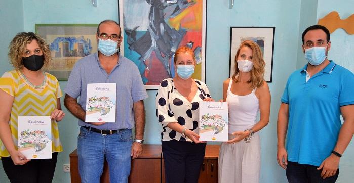 La Salobrenera Isabel Correa Presenta Su Libro Salobrena Un Cuento Para Ninos Europatropical